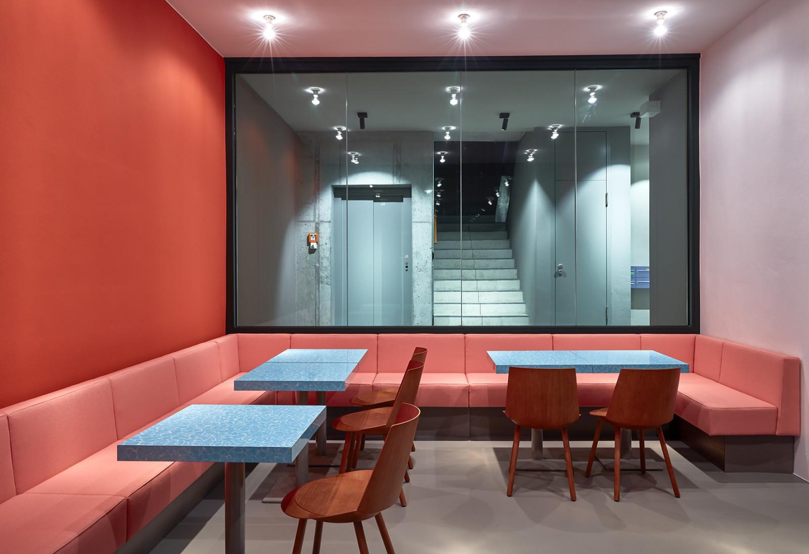Louis Pretty von Philipp Mainzer Essbereich mit bazooka Pink und Orange